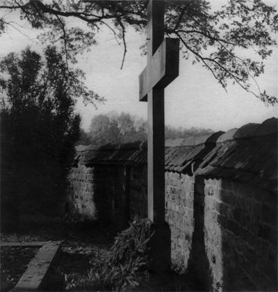 La tumba de Sigwart, debajo del roble más viejo, dentro del parque de Liebenberg, aprox. 1935