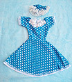 Vestido con falda azul y estampado