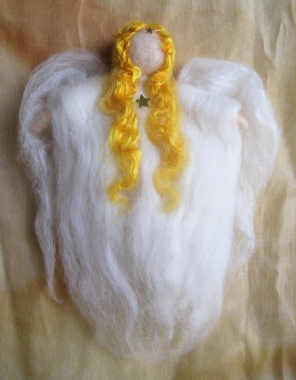 el-angel-blanco-angel-de-adviento-de-lana-cardada