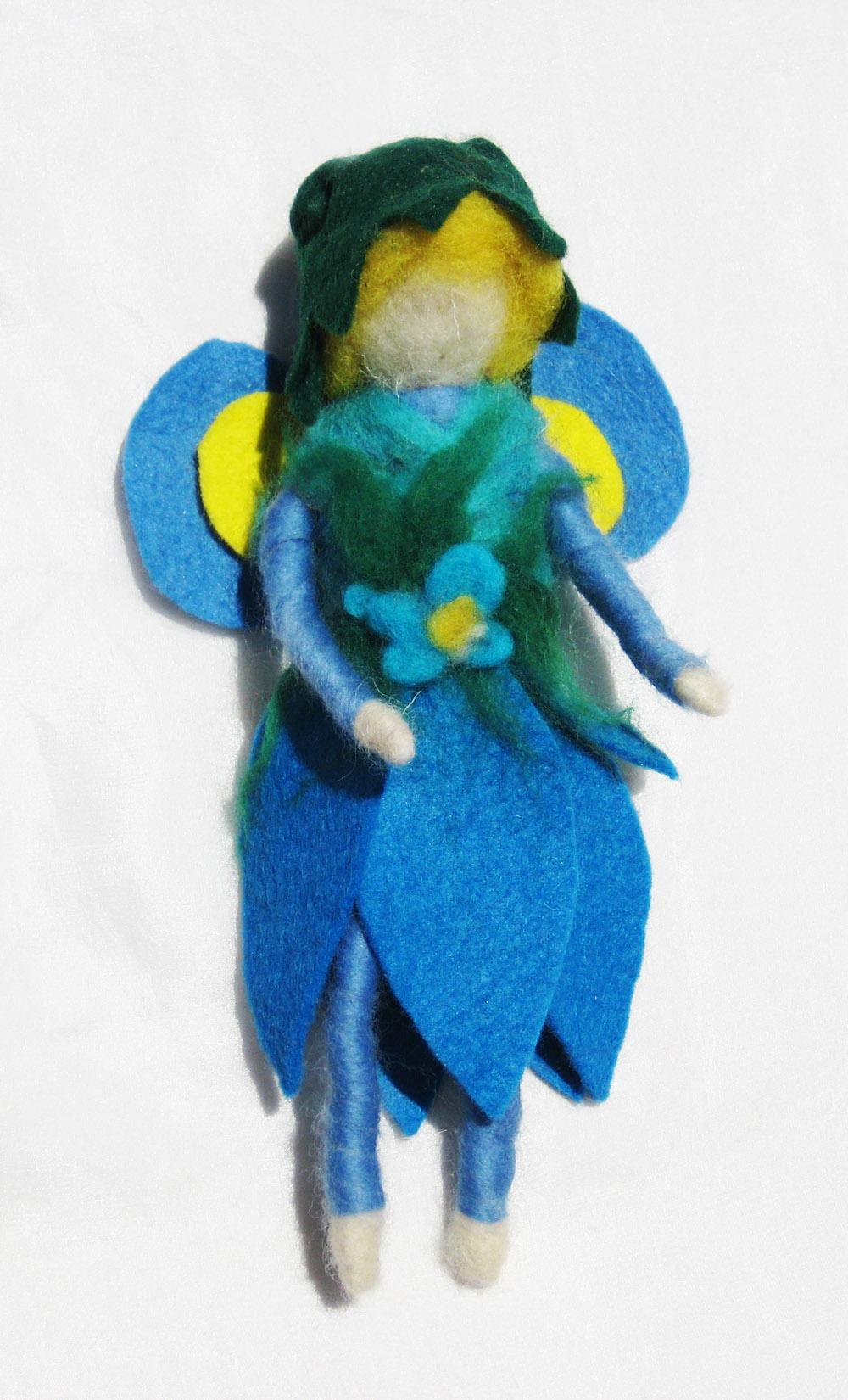 hada-azul-de-fieltro-y-lana-cardada