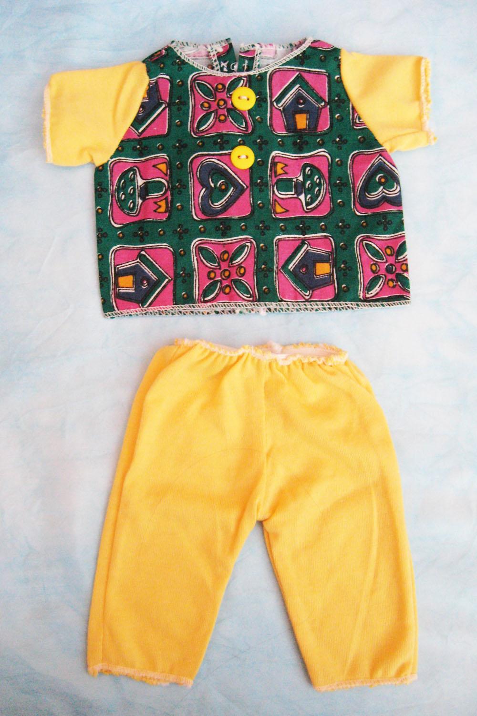 pijama-amarillo-y-estampado-para-muneco-waldorf