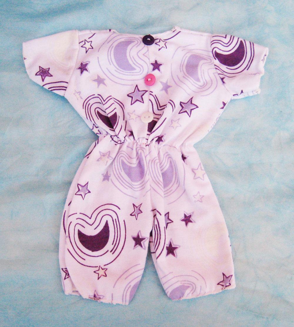 pijama-con-estampado-lila-para-muneca-waldorf