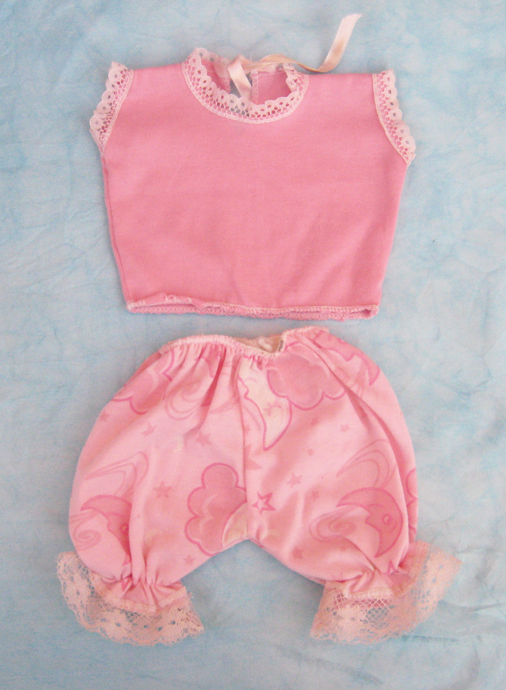 pijama-rosa-sin-mangas-para-muneca-waldorf