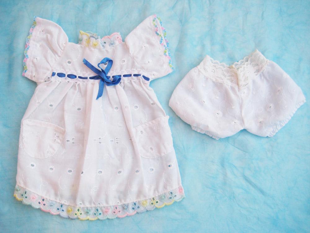 vestido-blanco-a-crochet-para-muneca-waldorf