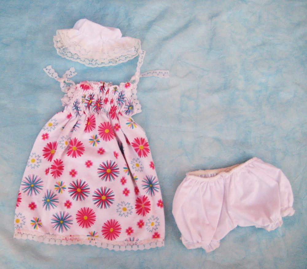 vestido-con-estampado-de-flores-para-muneca-waldorf