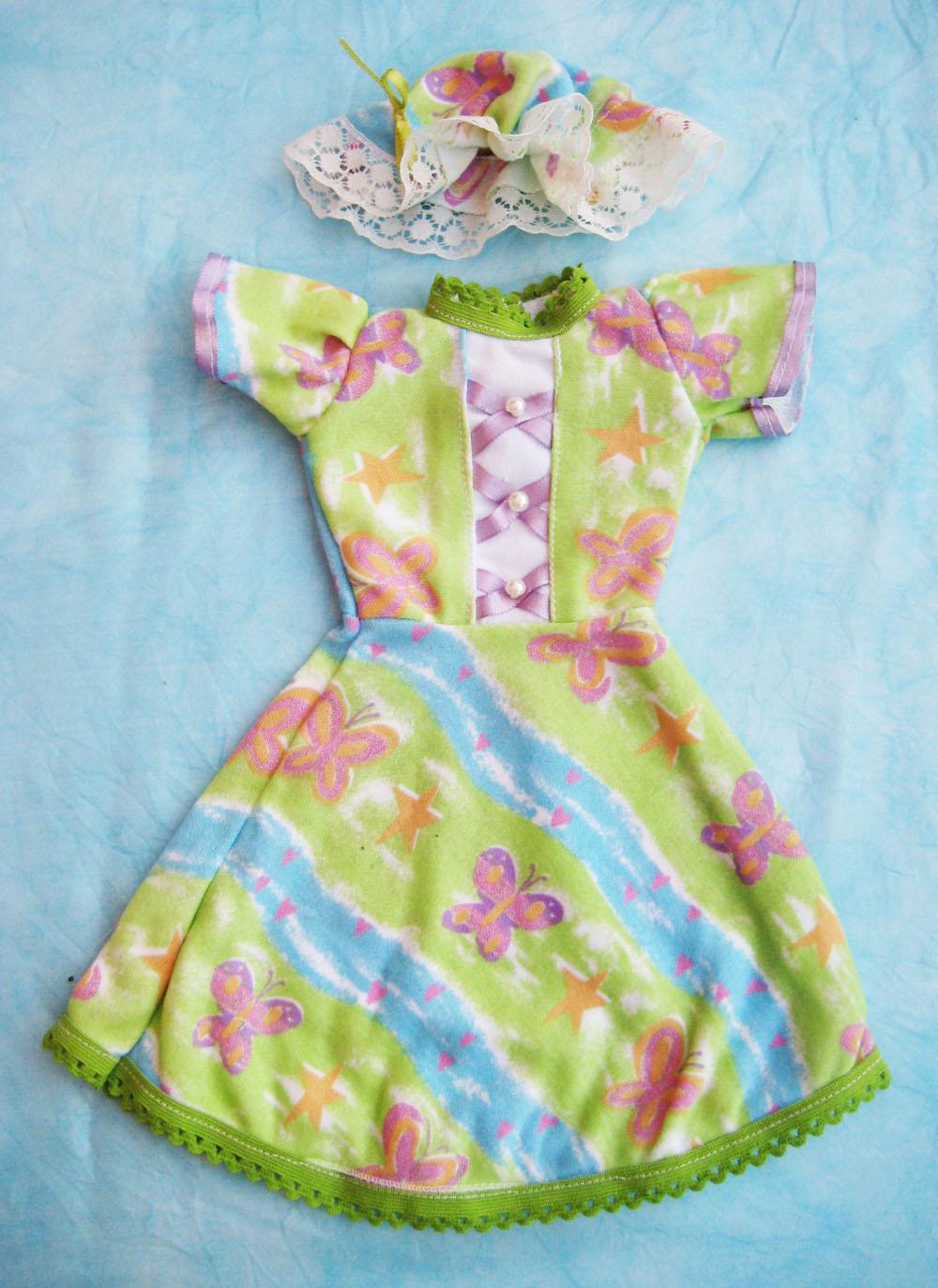 vestido-con-estampado-de-mariposas-para-muneca-waldorf